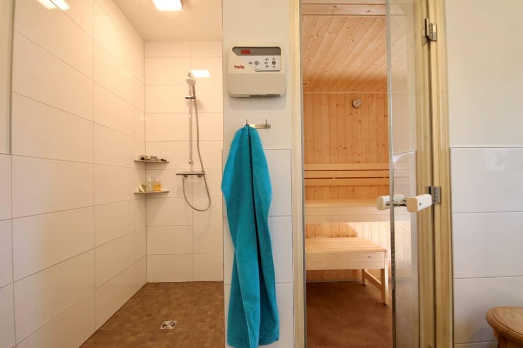 Ferienhaus Marta am Diemelsee Dusche und Sauna