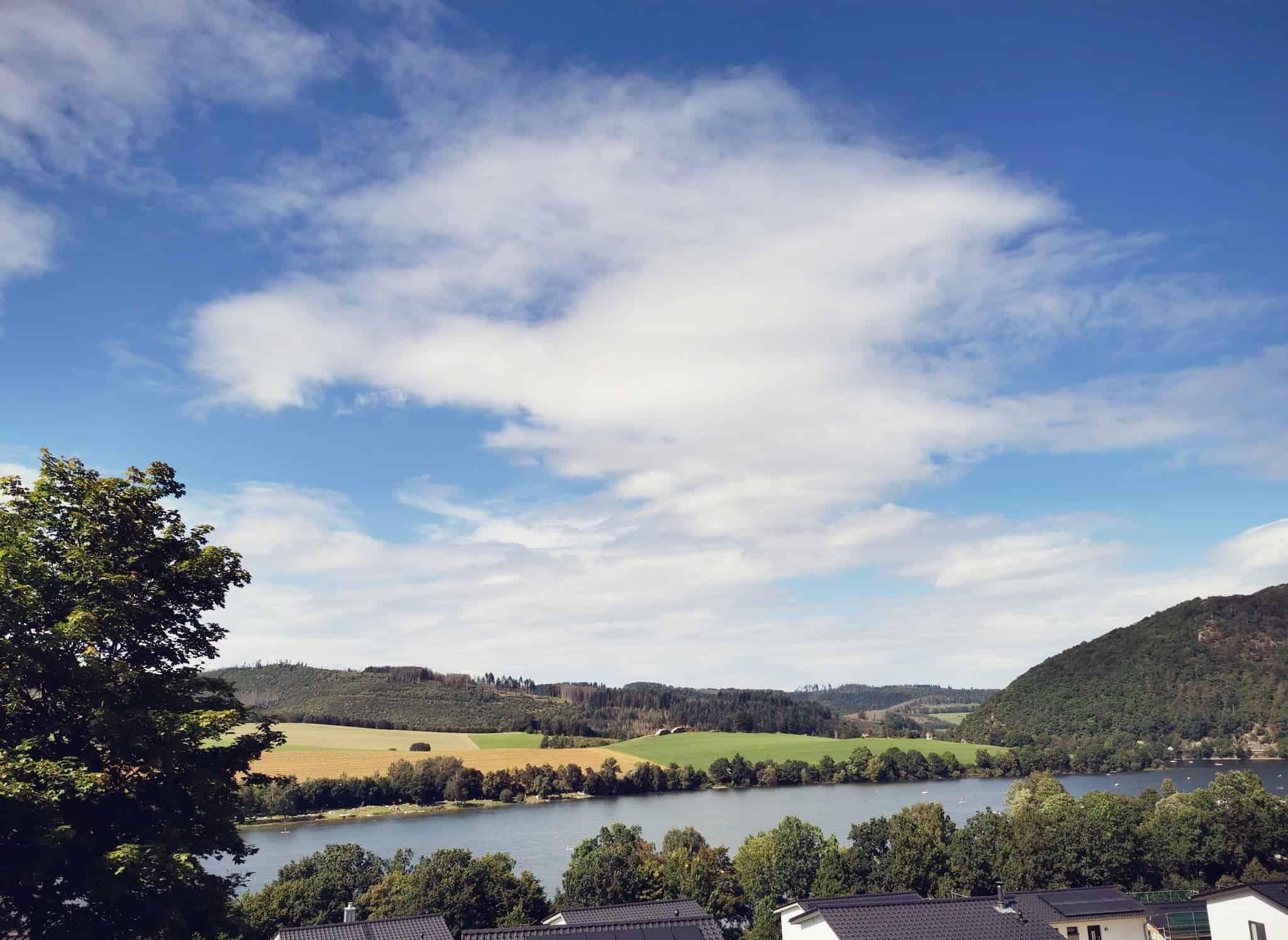 uitzicht-balkon-vakantiehuis-marta-meer-diemelsee